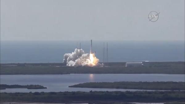 Tàu vũ trụ Mỹ nổ tung xác pháo giữa không trung - anh 1