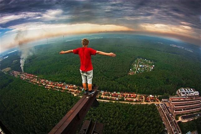 Những bức ảnh 'thót tim' của các tín đồ nghiện độ cao trên thế giới - anh 18