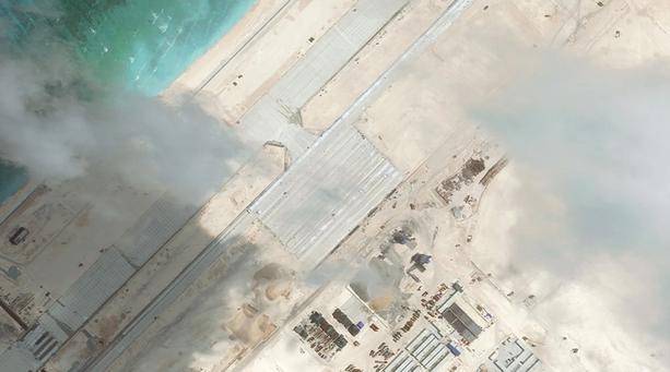 Washington Post đăng ảnh Trung Quốc xây cơ sở quân sự ở Biển Đông - anh 2
