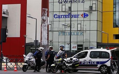 Cướp giữa ban ngày tại Paris, gần 20 con tin bị khống chế - anh 2