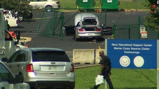 Toàn cảnh Xả súng kinh hoàng tại trung tâm lính thủy Mỹ, 4 người chết - anh 1