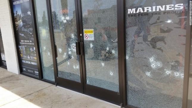 Toàn cảnh Xả súng kinh hoàng tại trung tâm lính thủy Mỹ, 4 người chết - anh 2