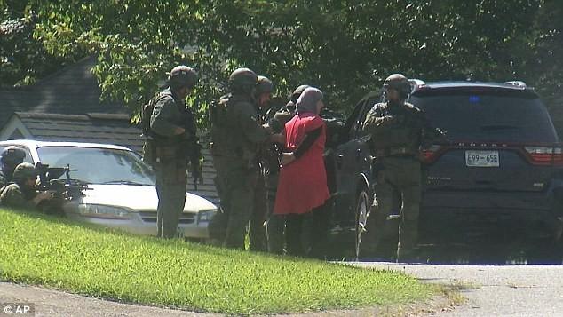 Toàn cảnh Xả súng kinh hoàng tại trung tâm lính thủy Mỹ, 4 người chết - anh 5