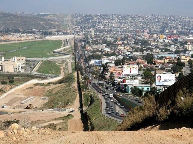 Những hình ảnh khó tin về biên giới giữa các quốc gia - anh 5