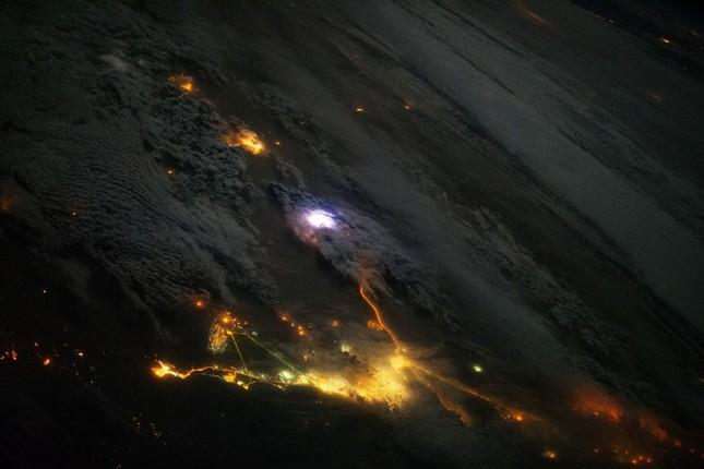 Những hình ảnh tuyệt đẹp của Trái Đất chụp từ trạm vũ trụ ISS - anh 12