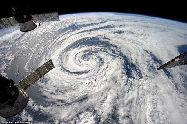 Những hình ảnh tuyệt đẹp của Trái Đất chụp từ trạm vũ trụ ISS - anh 18