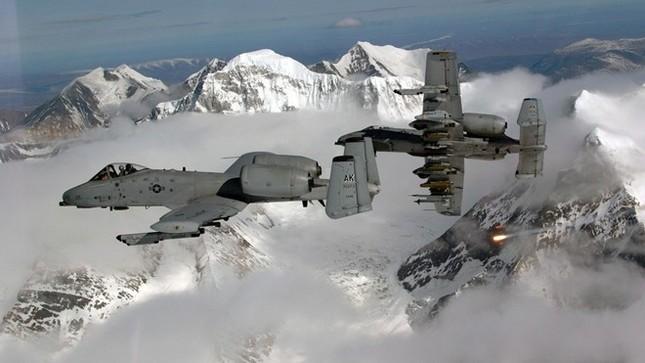 Sức mạnh khủng khiếp của 'Thần Sấm': Máy bay yểm trợ số 1 Mỹ - anh 2