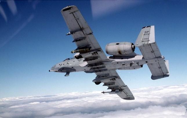 Sức mạnh khủng khiếp của 'Thần Sấm': Máy bay yểm trợ số 1 Mỹ - anh 1