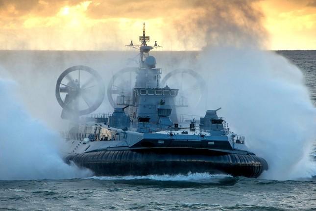 Biển Đông hôm nay 30/7: Trung Quốc dội mưa bom xuống Biển Đông, bất chấp dư luận quốc tế - anh 1