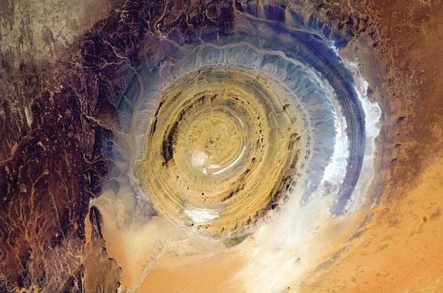 Bí ẩn cấu trúc triệu năm 'Con mắt của châu Phi' tại sa mạc Sahara - anh 1