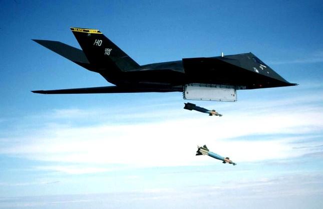 Uy lực đáng sợ của 'Chim Ưng đêm' F-117 thuộc Không lực Mỹ - anh 4