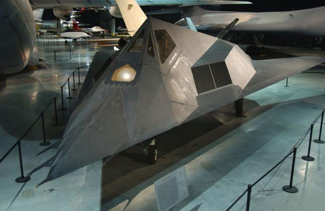 Uy lực đáng sợ của 'Chim Ưng đêm' F-117 thuộc Không lực Mỹ - anh 1