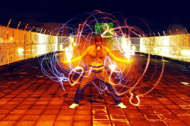 Bộ ảnh Graffiti ánh sáng đẹp đến mê hồn - anh 1