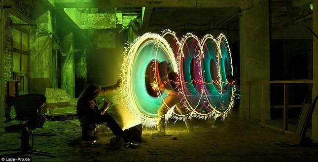 Bộ ảnh Graffiti ánh sáng đẹp đến mê hồn - anh 18