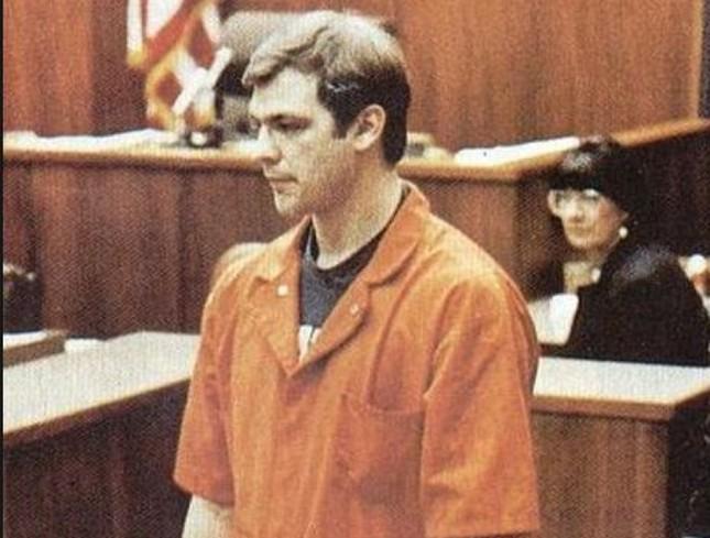 Jeffrey Dahmer - Kẻ sát nhân ăn thịt người vùng Milwaukee - anh 3