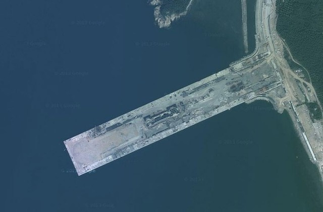 Vì sao Trung Quốc xây căn cứ tàu sân bay hướng ra Biển Đông? - anh 2
