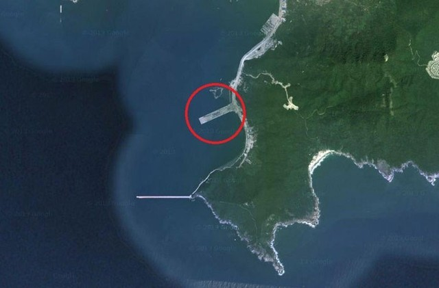 Vì sao Trung Quốc xây căn cứ tàu sân bay hướng ra Biển Đông? - anh 1