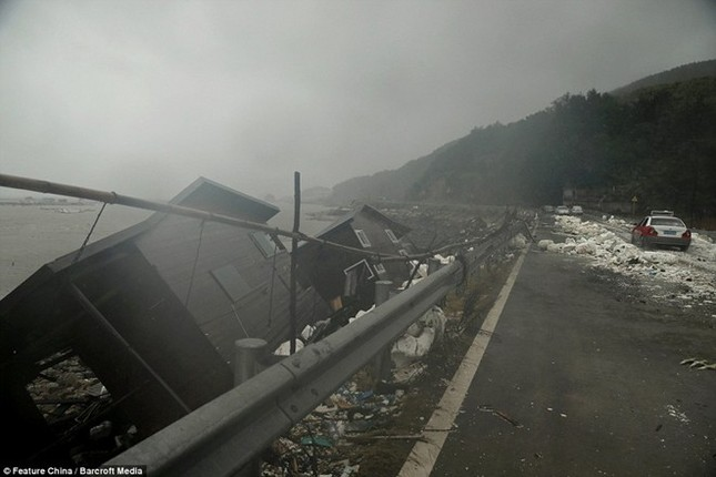 Siêu bão mạnh nhất năm 2015 đổ bộ, hàng chục người chết, mất tích - anh 2