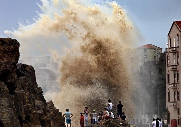 Siêu bão mạnh nhất năm 2015 đổ bộ, hàng chục người chết, mất tích - anh 1