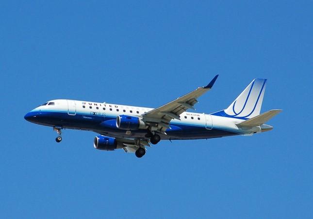Hành khách hoảng loạn khi máy bay 'hẫng' 3.000m độ cao trong 5 phút - anh 1
