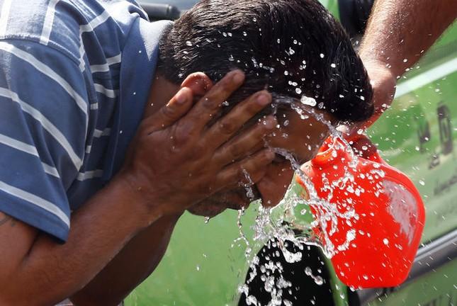 Ai Cập: Nắng nóng 47 độ, gần 100 người chết, nhập viện - anh 1