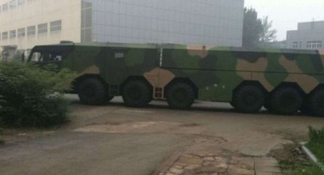 Phát hiện: Bệ phóng tên lửa di động cực lớn của Trung Quốc - anh 1
