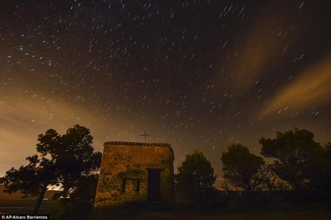 Vẻ đẹp của trận mưa sao băng đêm qua trên khắp thế giới - anh 9
