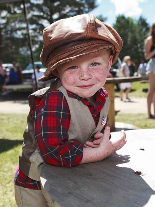 Chân dung cậu bé 3 tuổi đắc cử thị trưởng Mỹ - anh 1