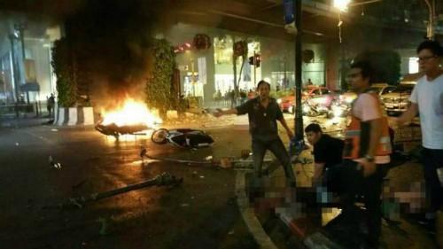 Hiện trường đẫm máu sau vụ đánh bom chấn động Bangkok - anh 4