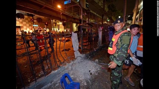Hiện trường đẫm máu sau vụ đánh bom chấn động Bangkok - anh 5