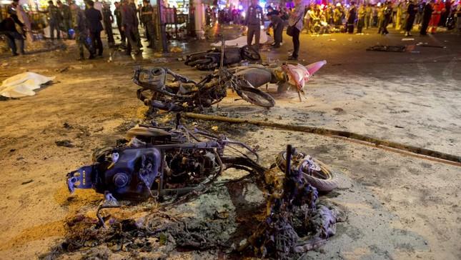Hiện trường đẫm máu sau vụ đánh bom chấn động Bangkok - anh 6