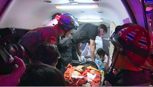 Hiện trường đẫm máu sau vụ đánh bom chấn động Bangkok - anh 8