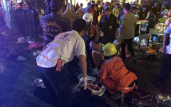 Hiện trường đẫm máu sau vụ đánh bom chấn động Bangkok - anh 9