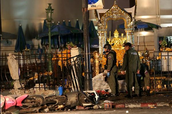 Hiện trường đẫm máu sau vụ đánh bom chấn động Bangkok - anh 11