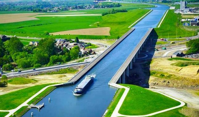 Cầu máng Magdeburg: Cây cầu 'lừa tình' nhất của Đức - anh 1