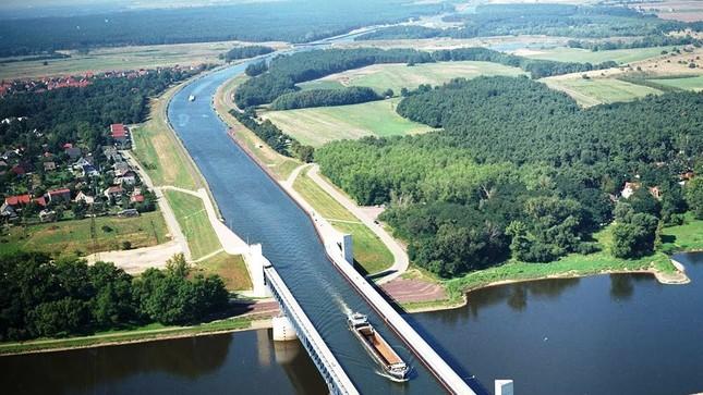 Cầu máng Magdeburg: Cây cầu 'lừa tình' nhất của Đức - anh 4