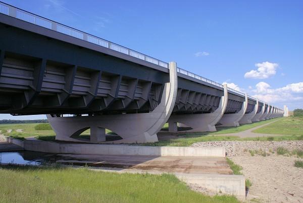 Cầu máng Magdeburg: Cây cầu 'lừa tình' nhất của Đức - anh 6