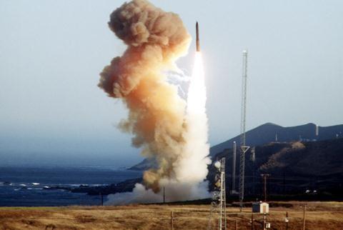 Vì sao Mỹ liên tiếp thử tên lửa Minuteman 3? - anh 1