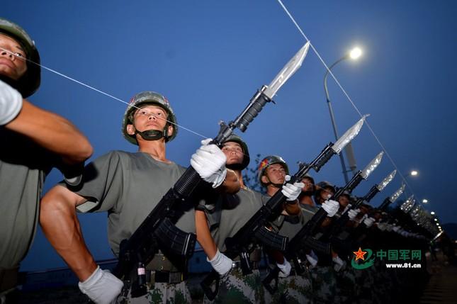Dàn vũ khí 'khủng' Trung Quốc khoe trước Lễ duyệt binh 3/9 - anh 5