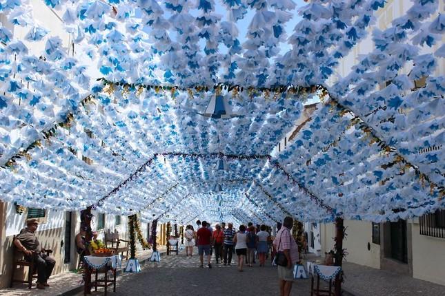 Ngắm Bồ Đào Nha rực rỡ trong Lễ hội Hoa ngập sắc màu - anh 5