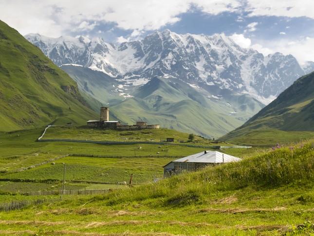 Vẻ đẹp cổ kính của ngôi làng cao nhất châu Âu - anh 9