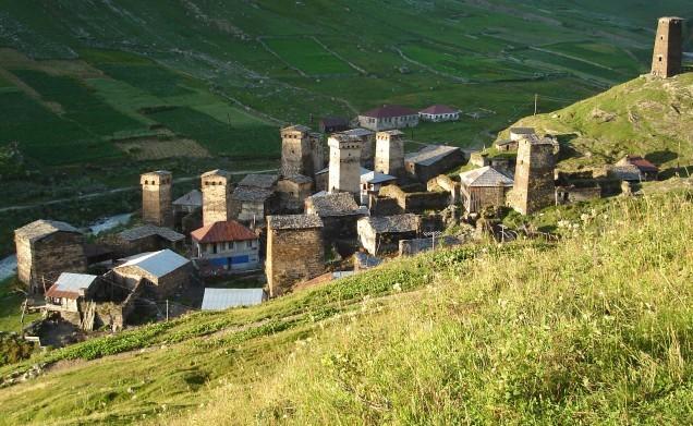 Vẻ đẹp cổ kính của ngôi làng cao nhất châu Âu - anh 4