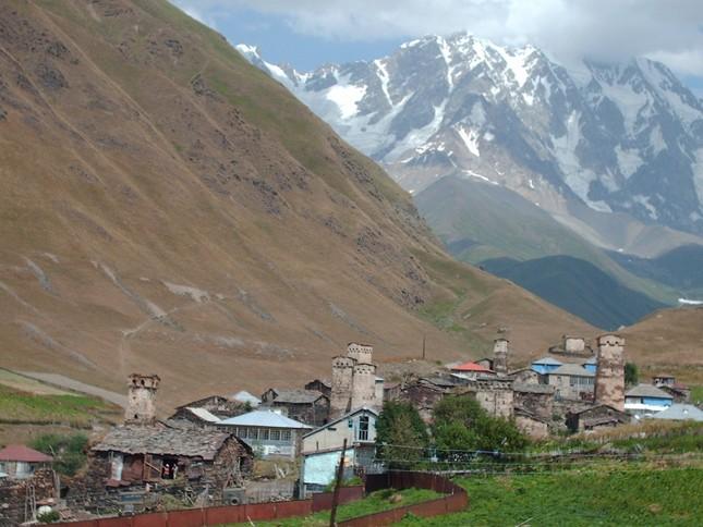 Vẻ đẹp cổ kính của ngôi làng cao nhất châu Âu - anh 7
