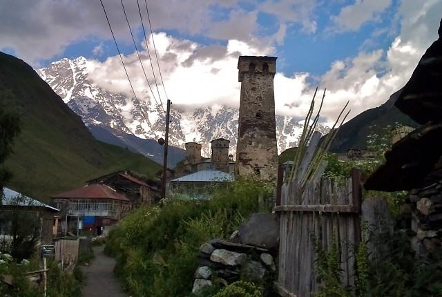 Vẻ đẹp cổ kính của ngôi làng cao nhất châu Âu - anh 8