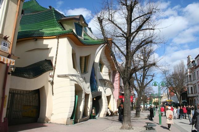 Krzywy Domek - Ngôi nhà 'uốn éo' có 1-0-2 ở Ba Lan - anh 2