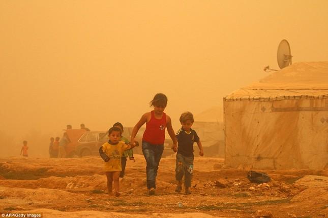 Siêu bão cát tấn công Trung Đông, hơn 1200 người nhập viện - anh 1