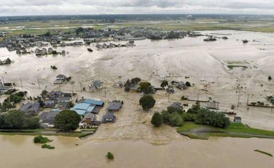 Nhật Bản: Mưa lũ hoành hành, 170.000 người sơ tán khẩn cấp - anh 2