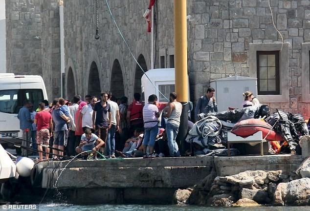 Tàu chở hơn 200 người bị đắm, 22 người thiệt mạng - anh 2