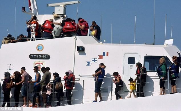 Tàu chở hơn 200 người bị đắm, 22 người thiệt mạng - anh 3