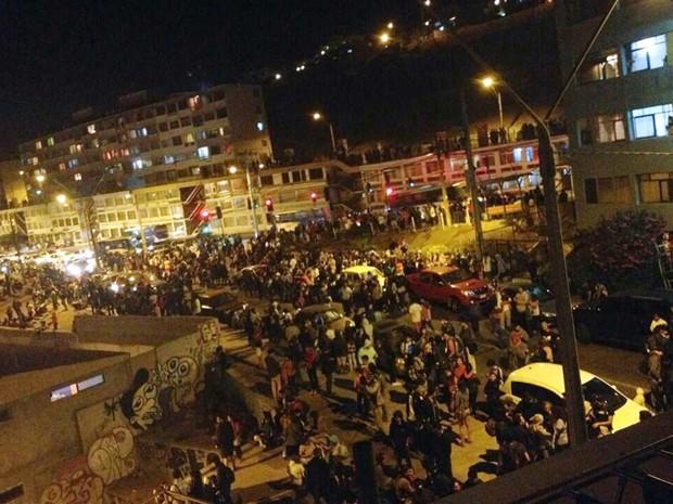 Toàn cảnh hàng nghìn người dân Chile sơ tán khỏi sóng thần trong đêm - anh 4